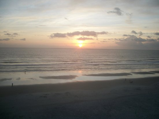 BEST WESTERN New Smyrna Beach Hotel & Suites: Sunset from balcony