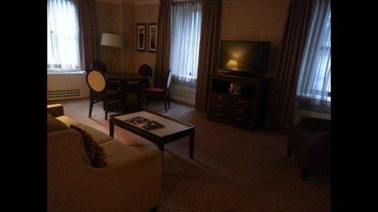 The Roosevelt Hotel: Sala Suíte Luxo