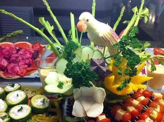Hotel Riu Yucatan: Great food sculptures