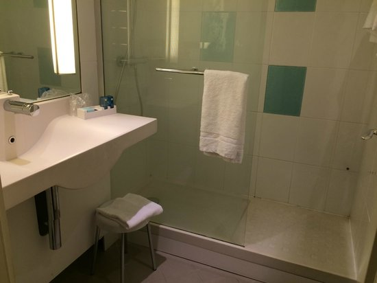 Novotel Genova City : Salle de bains pratique