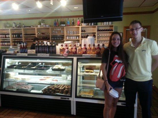 Polonia Restaurant: The deli/dessert with staff