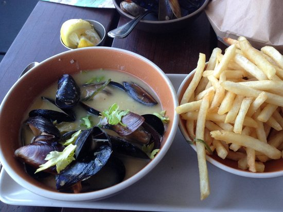 Hog Island Oyster Company : Mussels and fries