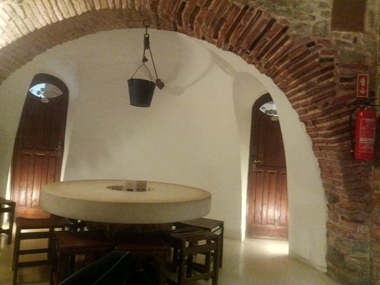 Petrarum Domus bar restaurante: one of the rooms