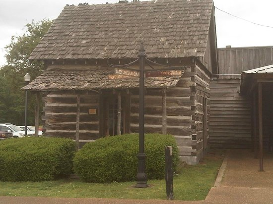 Casey Jones Village : Log Cabin