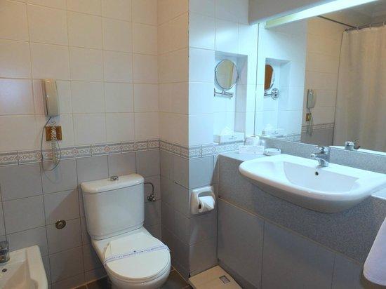 Golden Tulip Nizwa: Salle de bain
