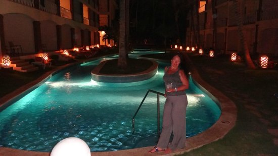 Be Live Collection Punta Cana : бассейн у нашего корпуса