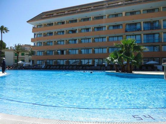 Paraiso de Alcudia: Pool området