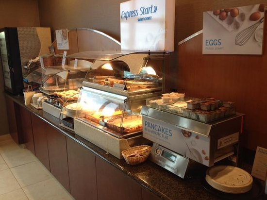 Holiday Inn Express and Suites Astoria : Breakfast