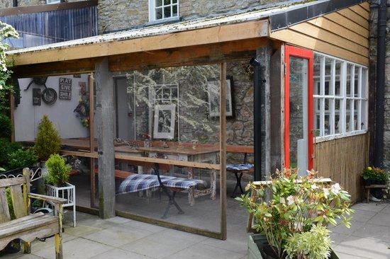 Ambledown Tea Rooms: Select shelter….