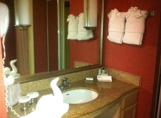 Homewood Suites Orlando-Nearest to Universal Studios : lots of towels