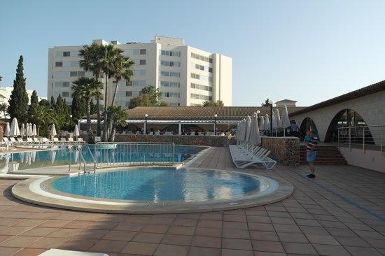 Hipotels Mediterraneo Club : 1ere piscine a coté du restaurant