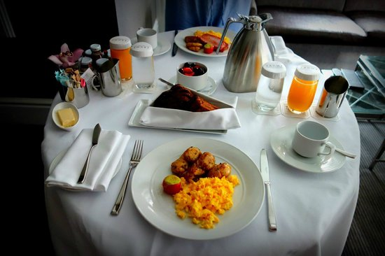 The Adelaide Hotel, Toronto : Room Service Breakfast