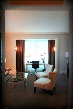 Trump International Hotel & Tower Toronto: Livingroom