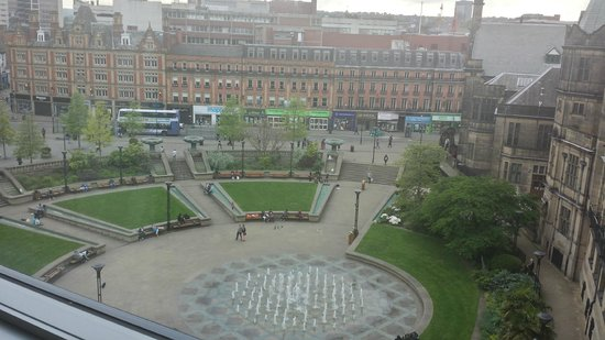 Mercure Sheffield St Paul's Hotel: View of the Peace Garden from the 5th floor premium room