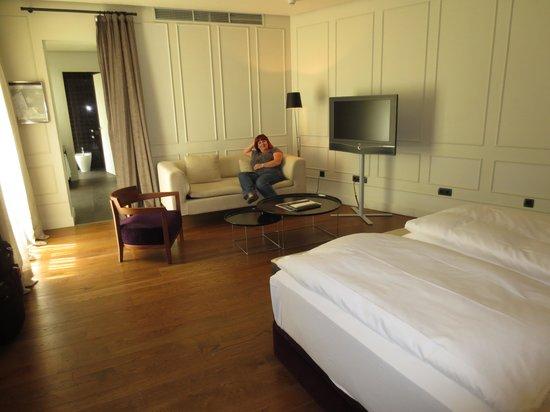 Hotel Palacio de Villapanes: large room