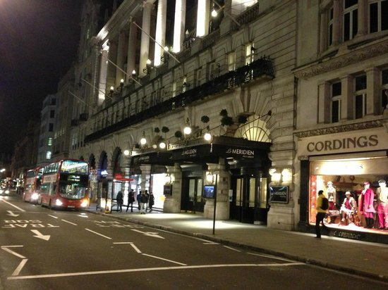 Le Meridien Piccadilly: Rua do Hotel