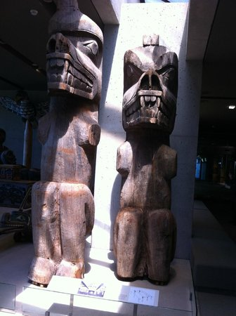 Museum of Anthropology: statues indiennes