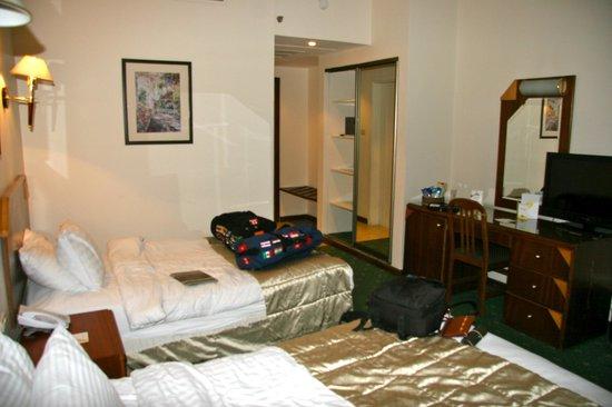 Days Inn Hotel Suites Amman: Room