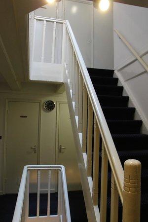 Prinsenhof: Stairway inside the hotel