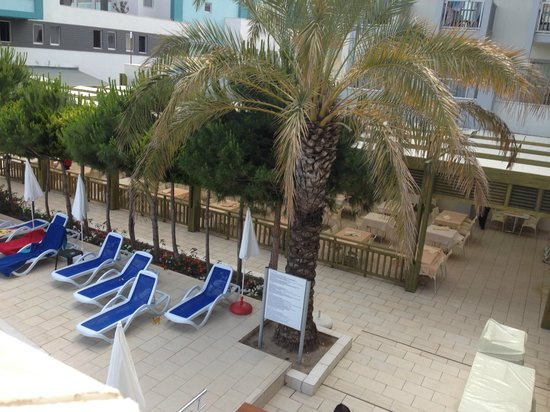 Seher Sun Beach Hotel: Outdoor dining next to pool area