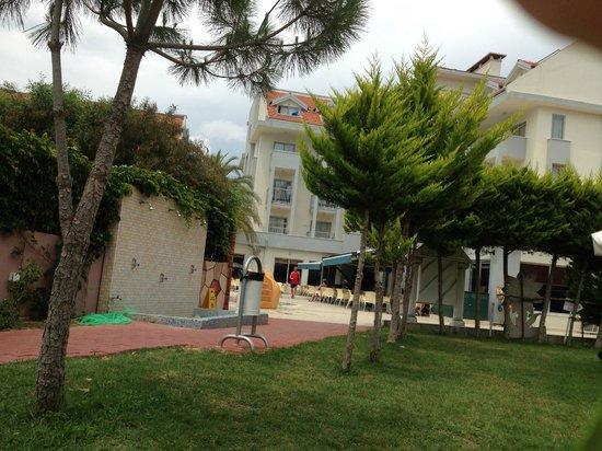 Seher Sun Beach Hotel: Path to beach