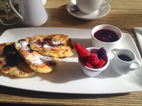 Avoca Rathcoole : Pancakes with fresh fruit for Breakfast at Avoca