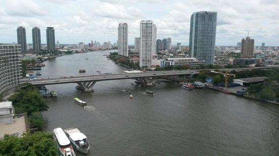 Shangri-La Hotel,Bangkok: Вид из номера на Чао Пра