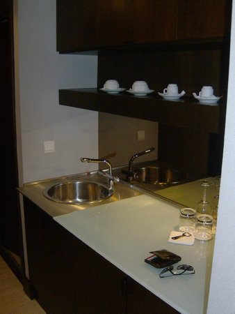 Hotel NH Collection Lisboa Liberdade: no fancy clancy but a nice setting to prepare a cup of tea or coffee