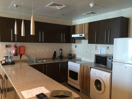 City Premiere Hotel Apartments : Kitchen in 1 bedroom suite