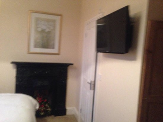 The Albert Hotel: En-suite and flat screen TV's in every room