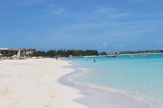 Alexandra Resort: Beautiful beach looking south