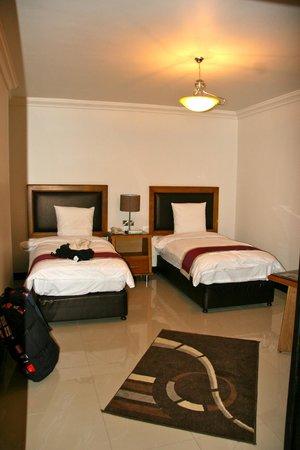 Rae'd Hotel Suites: Huge room