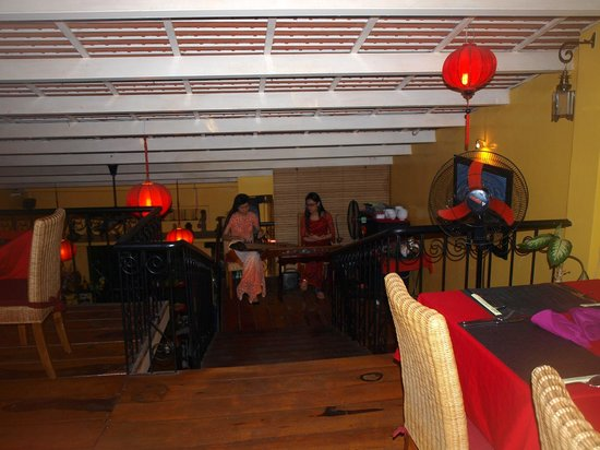 Yen's Restaurant: Traditionelle Musik