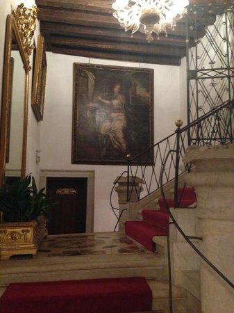 Hotel Palazzo Abadessa: stairway