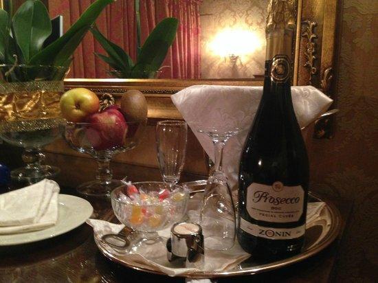 Hotel Palazzo Abadessa: arrival drinks