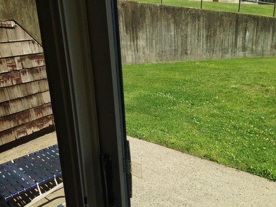 Doral Arrowwood: Patio view, room 140