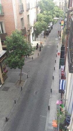 Hostal San Antonio: Vista para rua do hostal