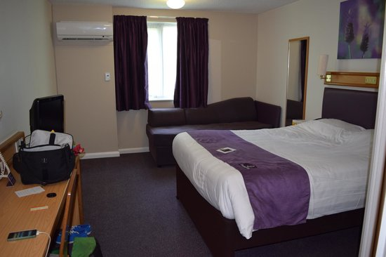 Premier Inn Guildford North (A3) Hotel : My room