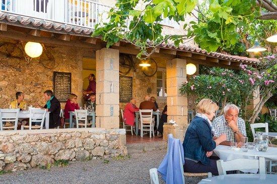 Lela's Taverna Restaurant : Lela's, Kardamili