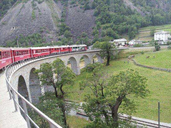 Trenino Rosso del Bernina: Trenino St. Moritz-Tirano