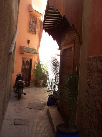 Riad Kenzo : the main entrance from the street (the right one on the pic)