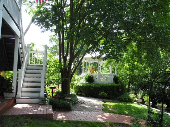 Red Bluff Cottage : Rear garden