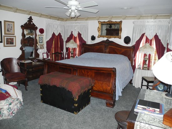 Red Bluff Cottage: The Gatsby Room