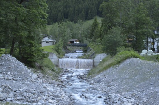 Alpenlodge: Walking trail near hotel