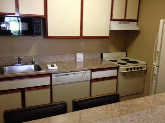 Extended Stay America - Houston - Westchase - Westheimer : Kitchen/eating area in a single