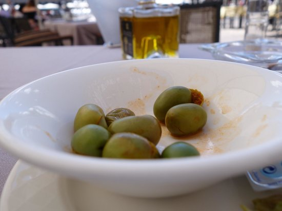 Los Galayos : Loved the olives they served with Cava