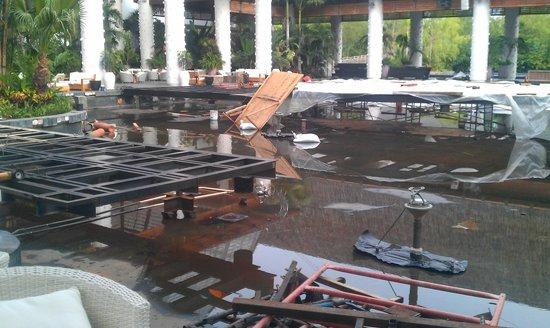Mayan Palace Nuevo Vallarta: construction zone they make everyone walk through