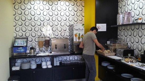 Pensao Praca da Figueira: Buffet do café da manhã