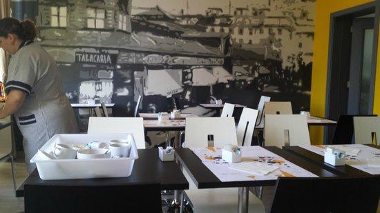 Pensao Praca da Figueira : Sala onde é servido o café da manhã
