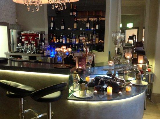 Runamocha: Fantastic New bar now installed